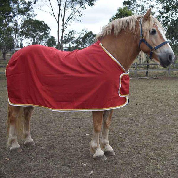 trophy horse rug red right side jojubi saddlery 800